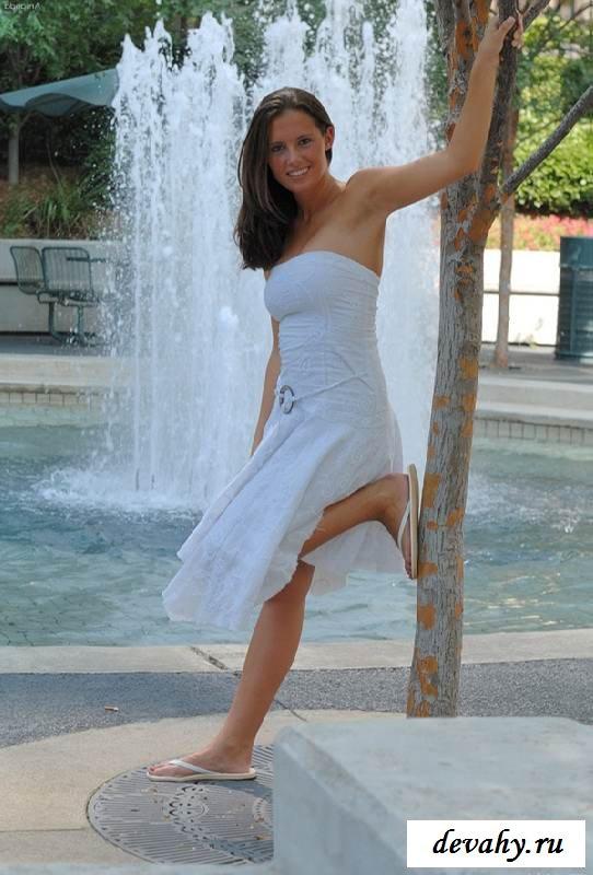 Идеальная киска под платьем девахи (15 фото эротики)