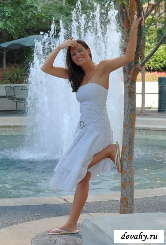 Идеальная писька под платьем сучки (15 эротических снимков)