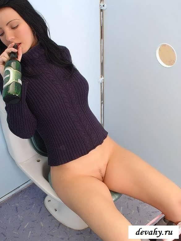 Голые пьяные сучки ищут адреналин  (Пятнадцать эро фото)