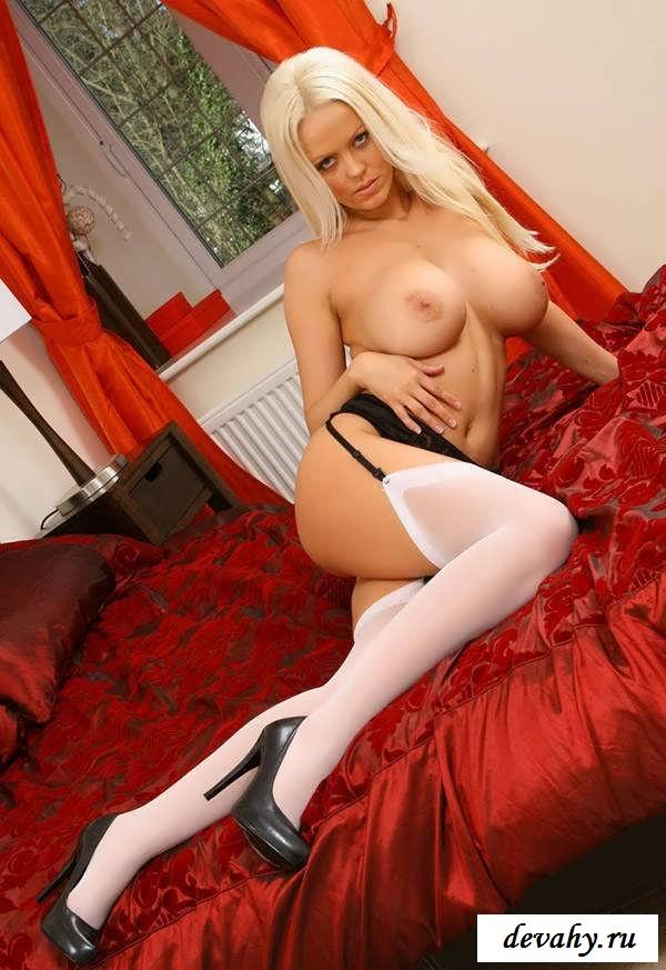 Голые бляди горничные с громадными грудями (18 фотки эротики)