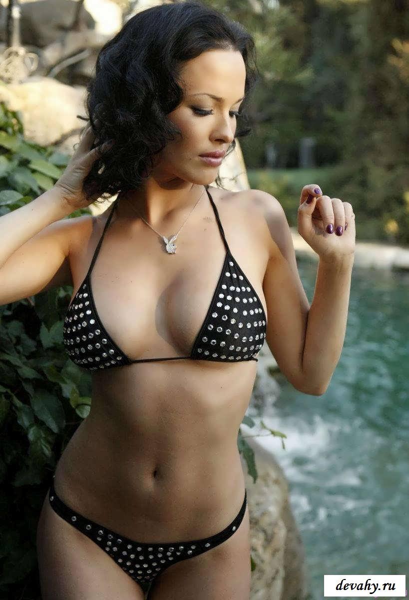 Возбужденные груди голой Даши Астафьевой (17 эротические фотографии)