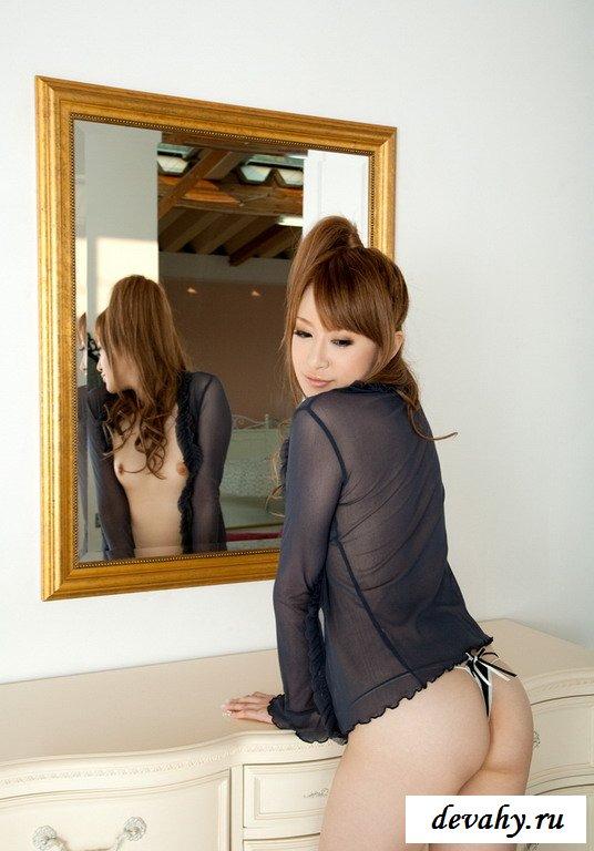 Костлявая китаянка обольщает в гостиной