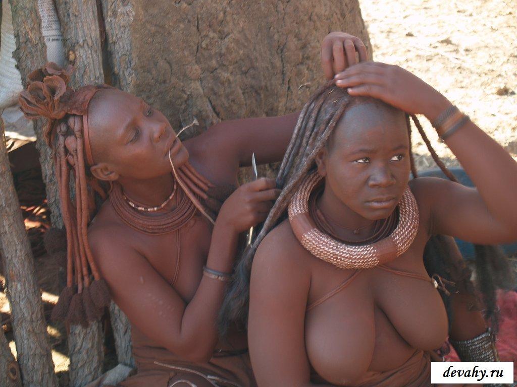 Замечательные негритянки без лифчика в Африке