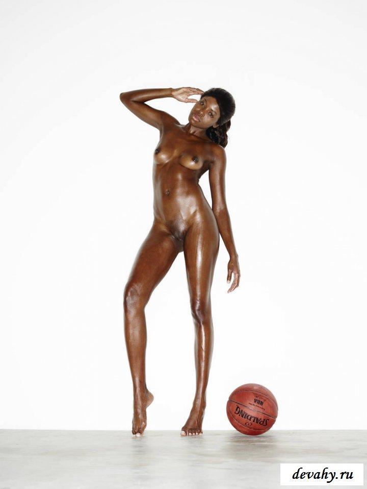 Спортивные куколки с баскетбольными мячами