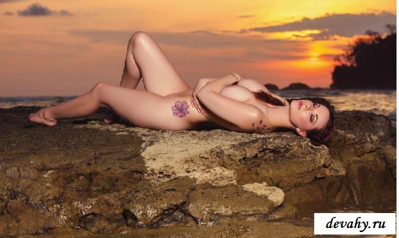 Порнушка Elizabeth Marxs на камнях  (15 фото эротики)