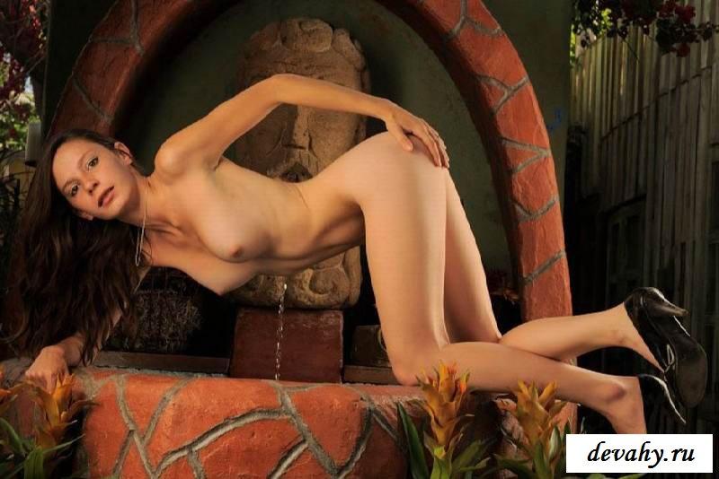 Сырая пися раздетой девицы (15 эротичекских картинок)