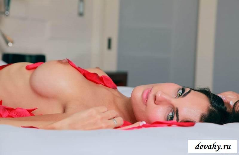 Симпатичные сиськи  шикарной красотки (15 фото эротики)
