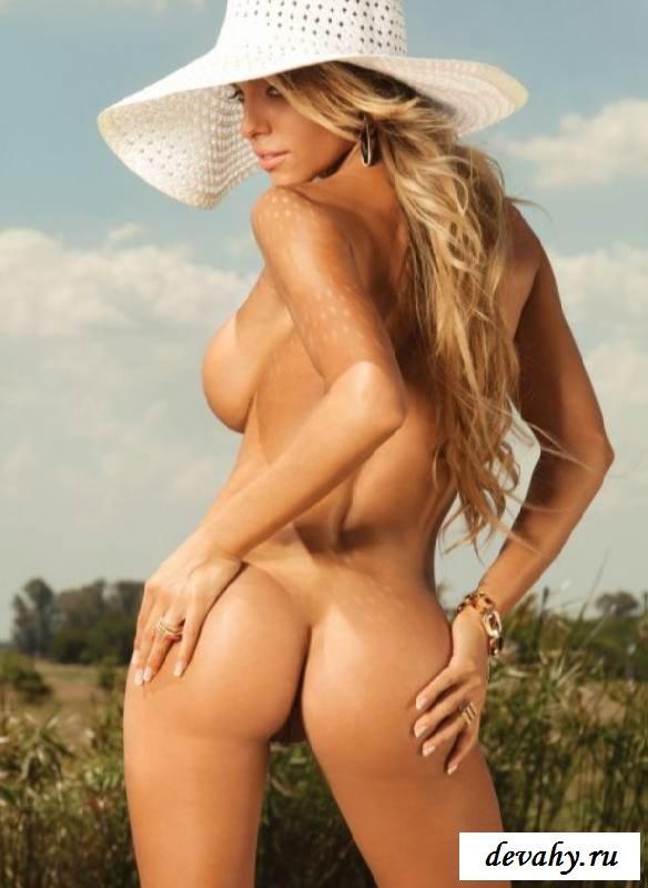 Гламурная пися обнаженной Leonela Ahumada (15 эротических снимков)