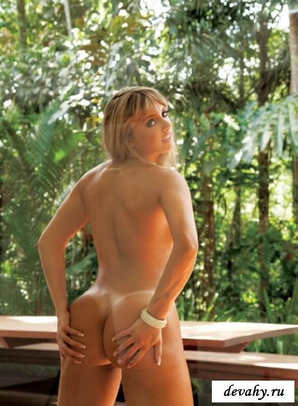 Идеальная попа обнаженной Juliana Salimeni (15 эро фоток)
