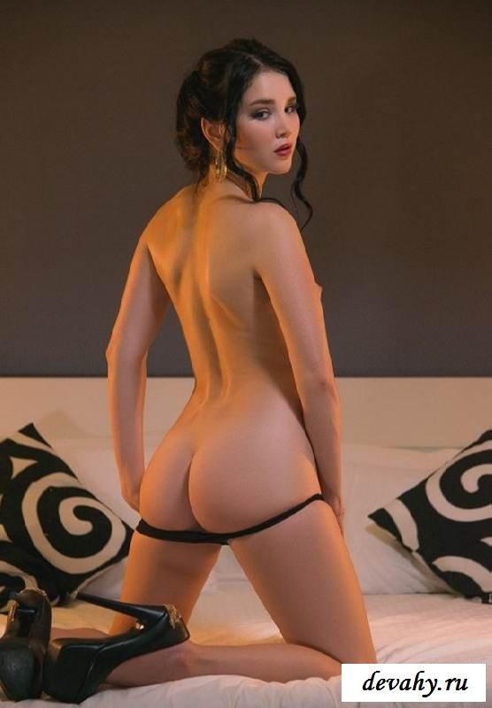 Голая киска девахи Malena (15 эротических снимков)