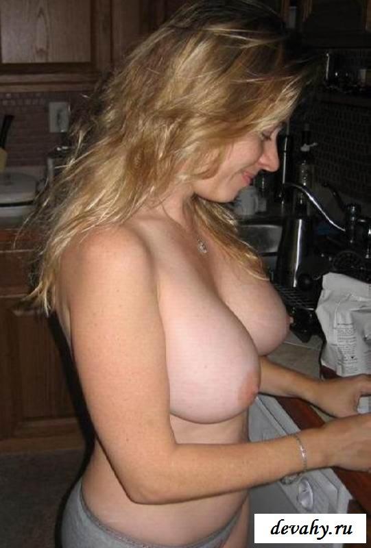 Коллекция чужих женушек с голыми грудями (15 эротичекских картинок)