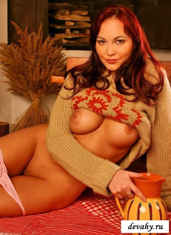 Притягательную грудь голой сестры  (15 фото эротики)