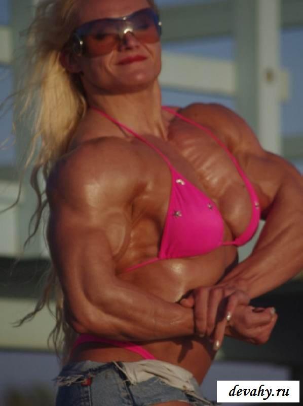 Перекачанное тело обнаженной культуристки (15 эротичекских картинок) секс фото