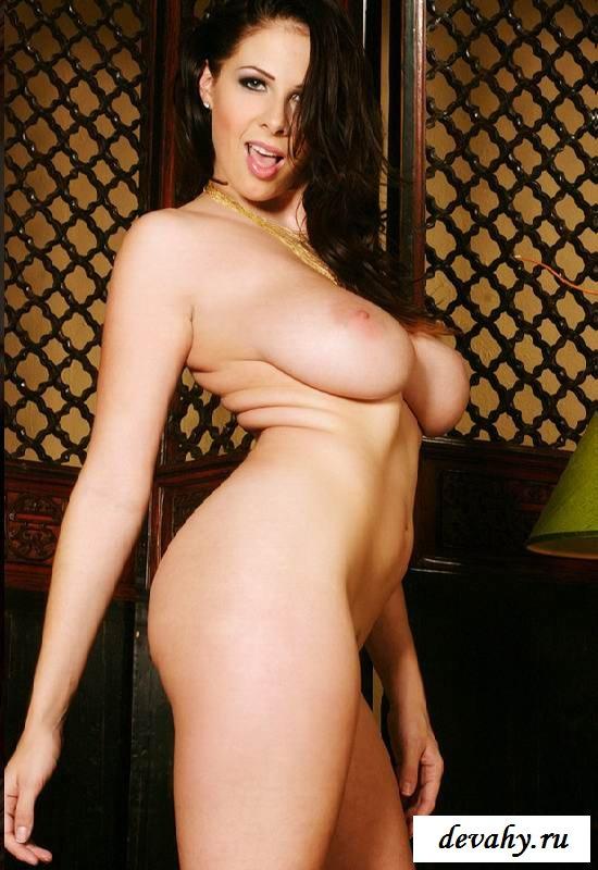 Сексуальные дойки и нагие хозяйки жирухи (Пятнадцать эро фото)