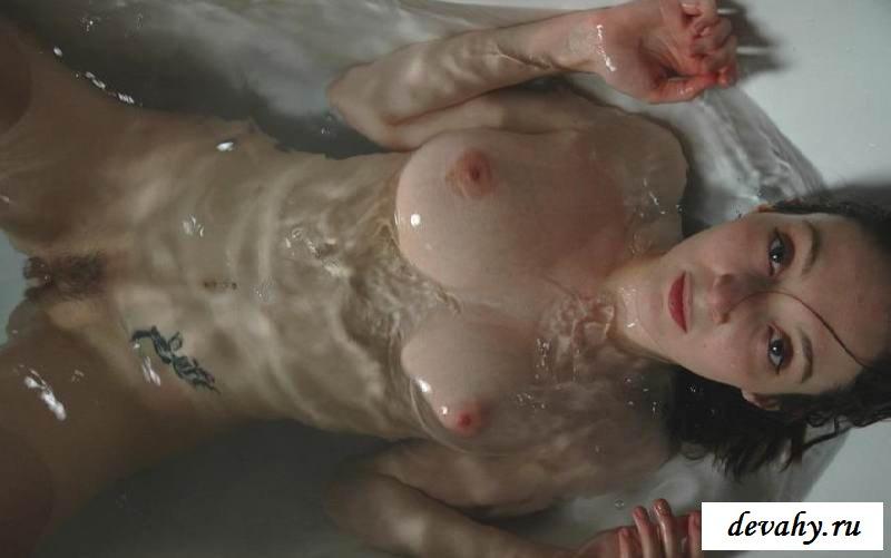 Возбуждающие ягодицы плавающей актрисы (15 эро фоток) секс фото