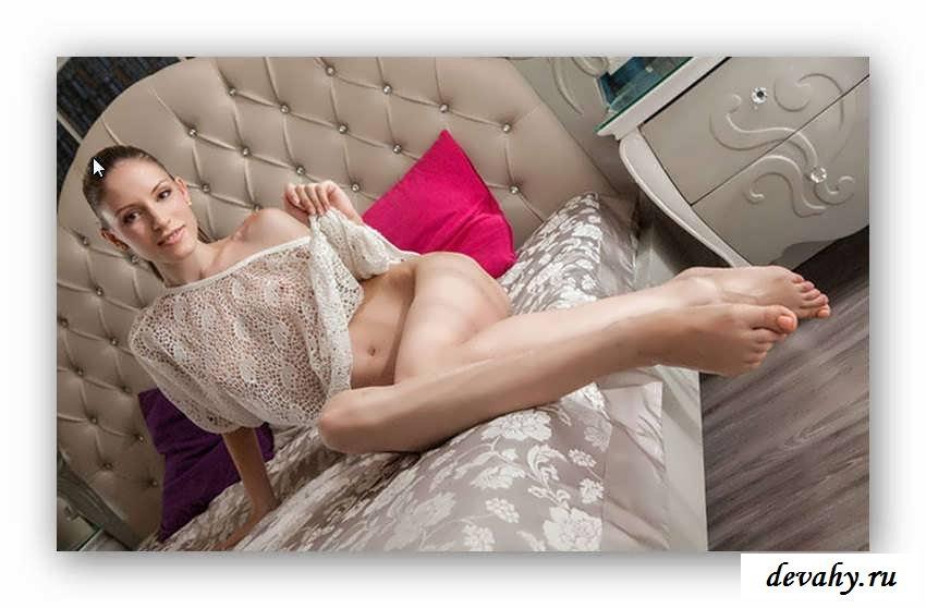 Худощавая попа раздетой девки  (17 эро картинки)