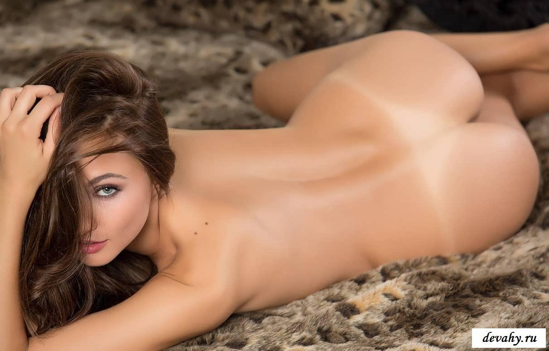 Хорошенькое тело раздетой Michaela Isizzu (16 фото эротики)