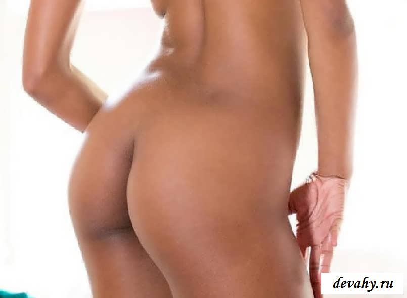 Офигительная попка раздетой красотки  (15 фото эротики)