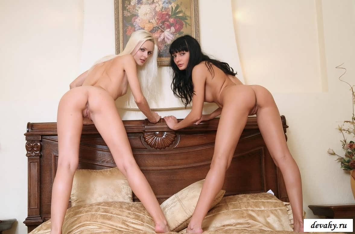 Упругие жопки эротичных подружек (17 фото голые молодые)