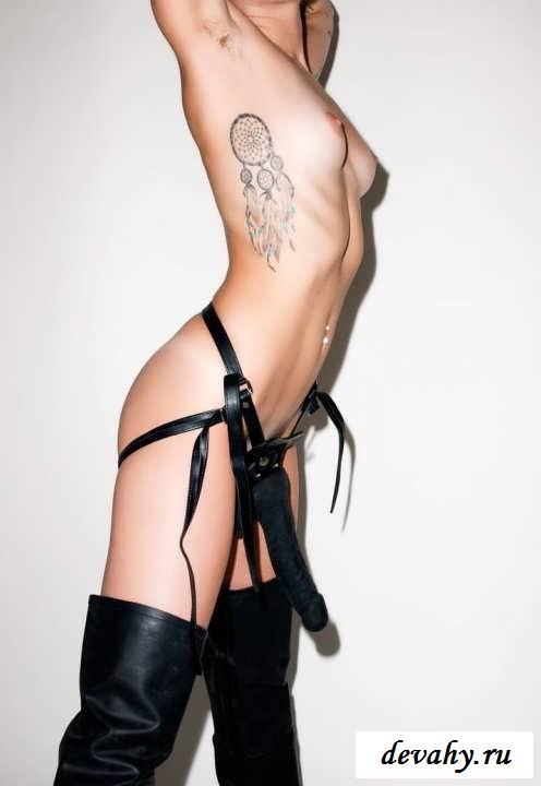 Пушистые подмышки обнаженной Сайрус (15 фото эротики)