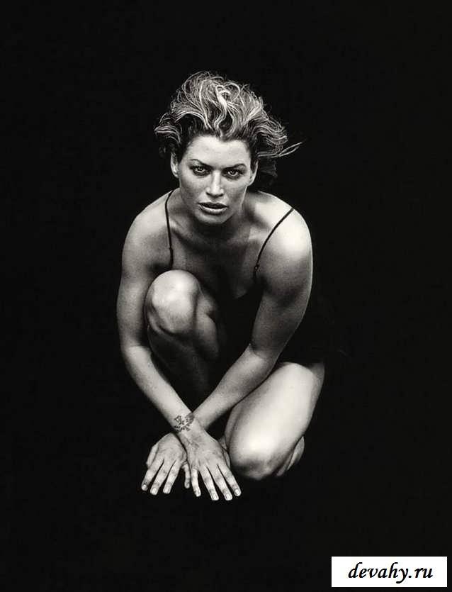 Очаровательные дойки голеньких тёлок  (15 эротических снимков)
