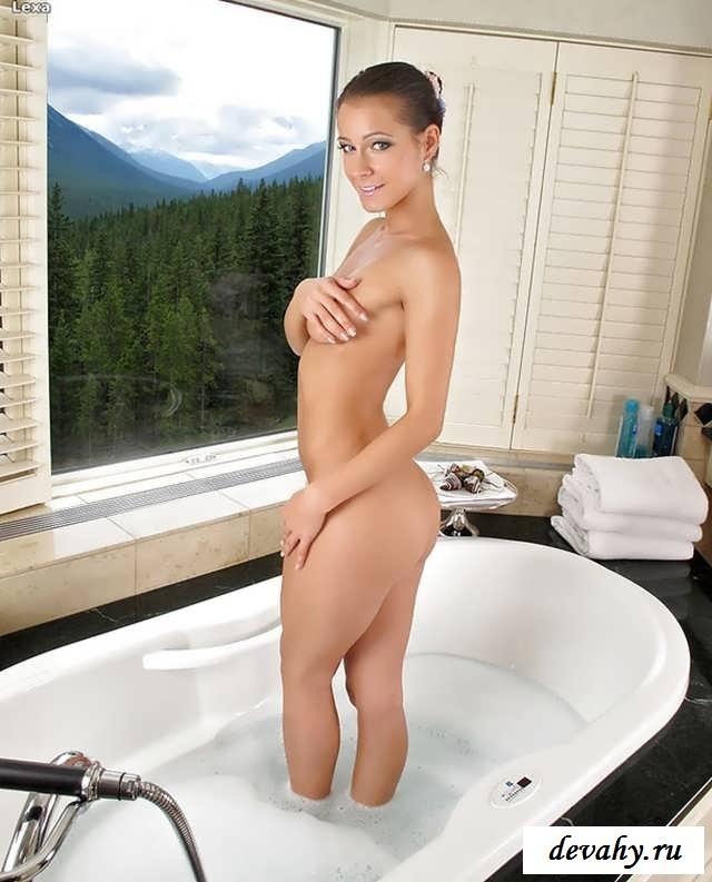 Обнаженка Melissa Mendini в ванной (15 эро фоток)