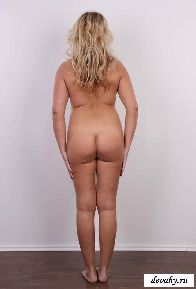Обнаженная пышка оголит зрелое тело (18 фото эротики)