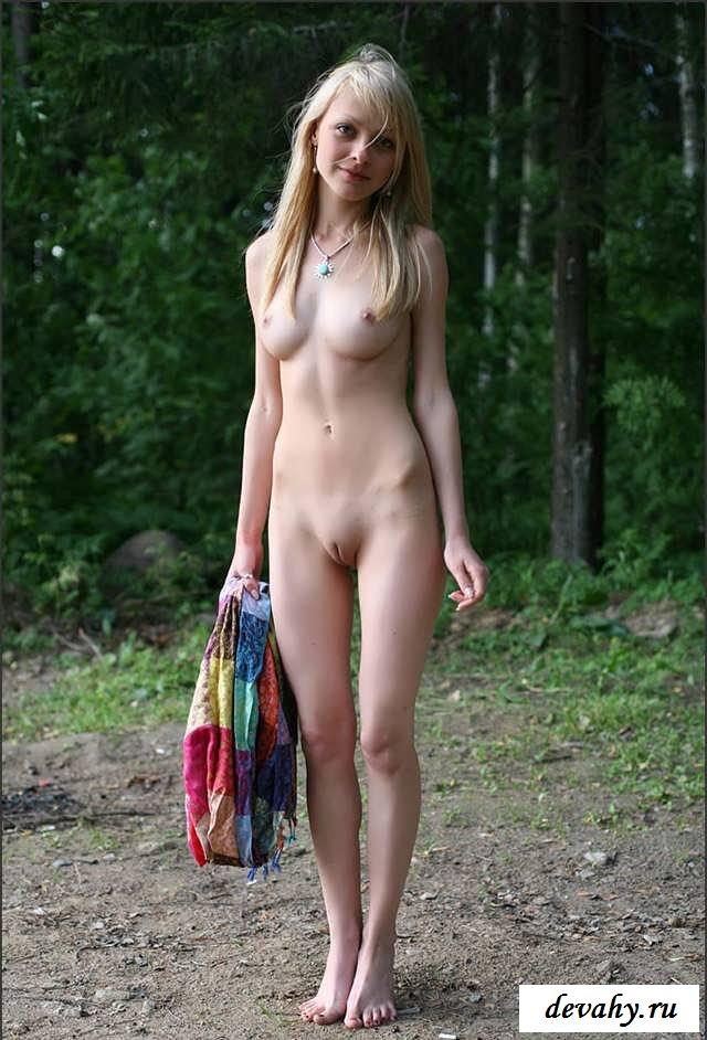 Манящая вагина голенькой девушки целочки у реки (Пятнадцать эро фото)