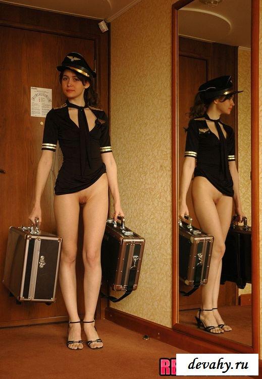 Возвращение домой Молоденькой стюардессы