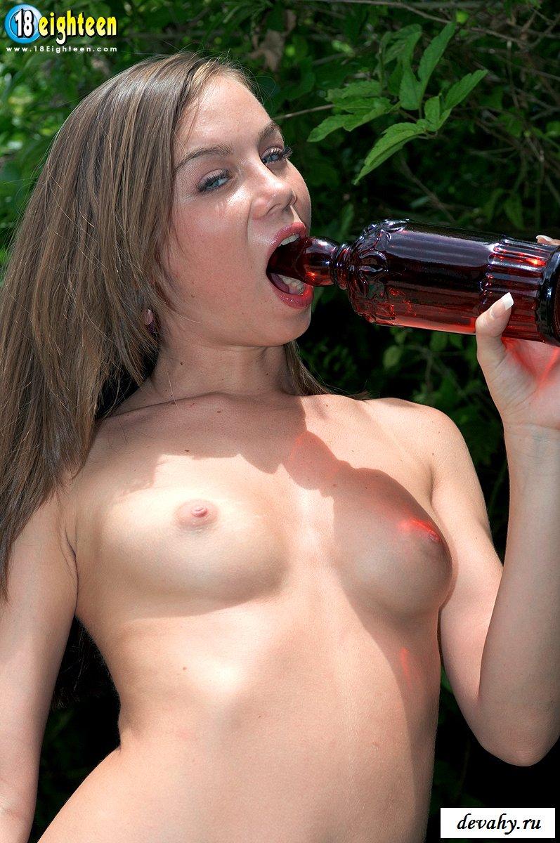 Сучка решила выпить на природе