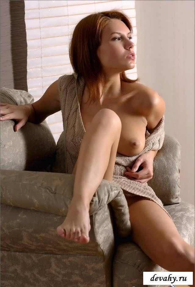 Торчащие соски 20-летней телки без одежды (15 эротичекских картинок)