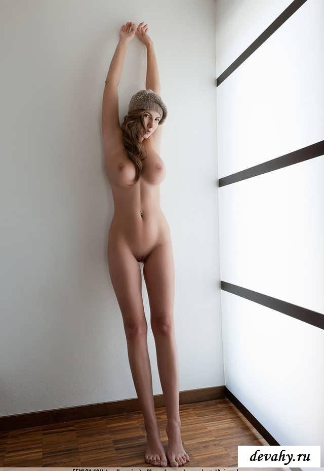 Нежная деваха всего на час   (15 эро фоток)