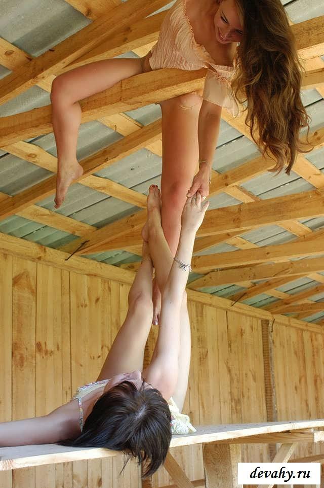 Зрелые игры сестер на чердаке   (16 картинок в галерее) секс фото