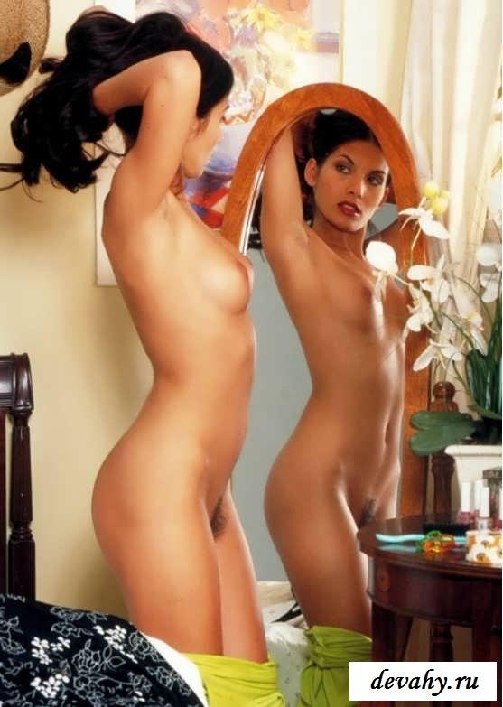 Вонючая срака голой девчушки (Пятнадцать эро фото)