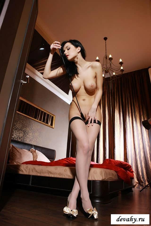 Горячие ноги сексуальной девушки (16 картинок в галерее)