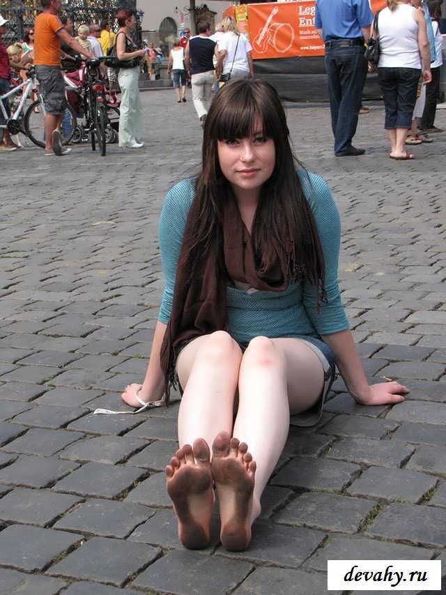 Своеобразная порнушка баб с грязными ступнями   (15 эротичекских картинок)