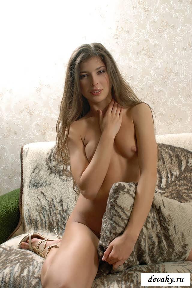Раскрепощенная жопа милашки под эротичным бельем (15 эро фоток) смотреть эротику