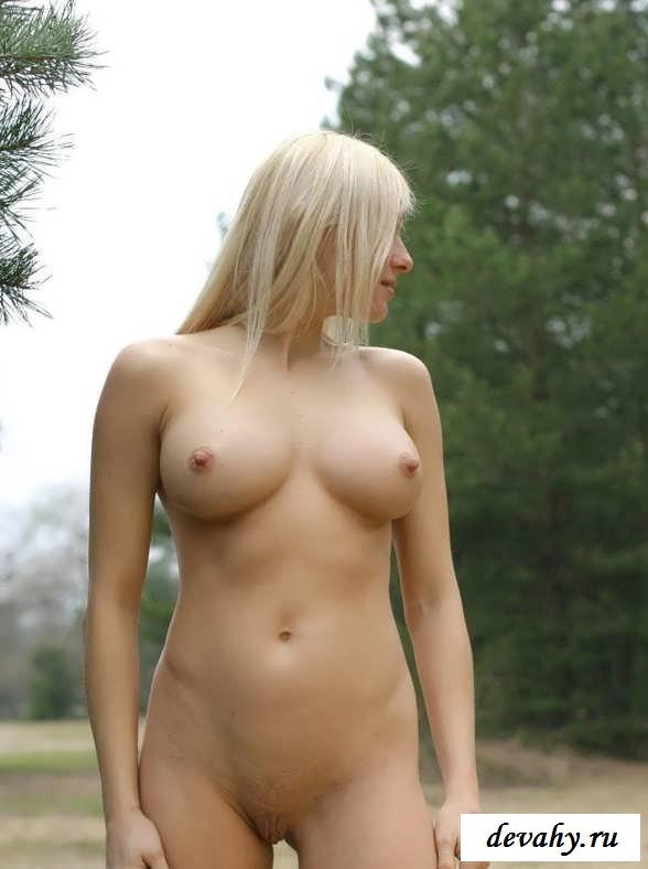 Супер сиськи обнаженной блондинки (15 фото эротики)