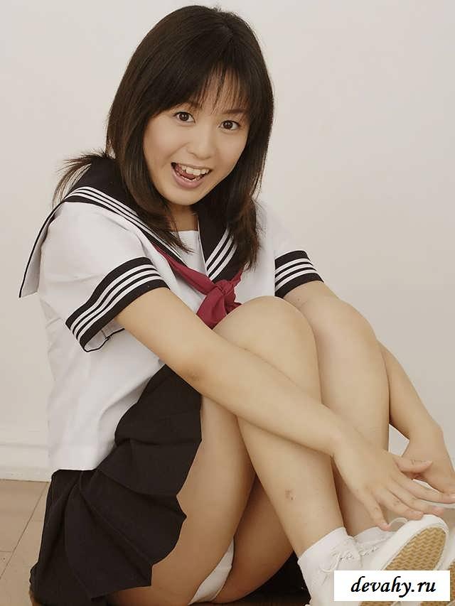 Маленькая грудь голой китаянки (20 фото эротики)