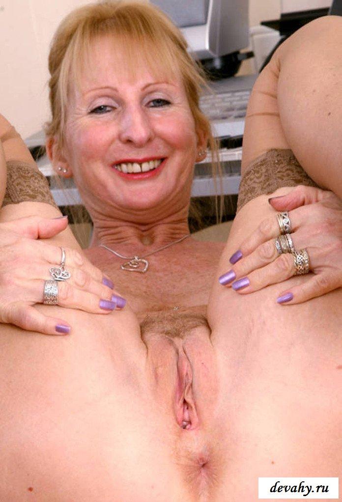 Голая старуха и её интимные места