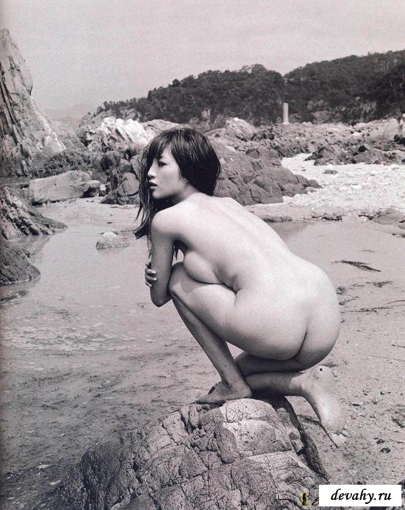 Красивая эротика с голой азиаткой