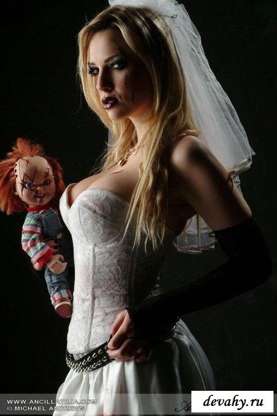 Голая невеста с шаловливым уклоном