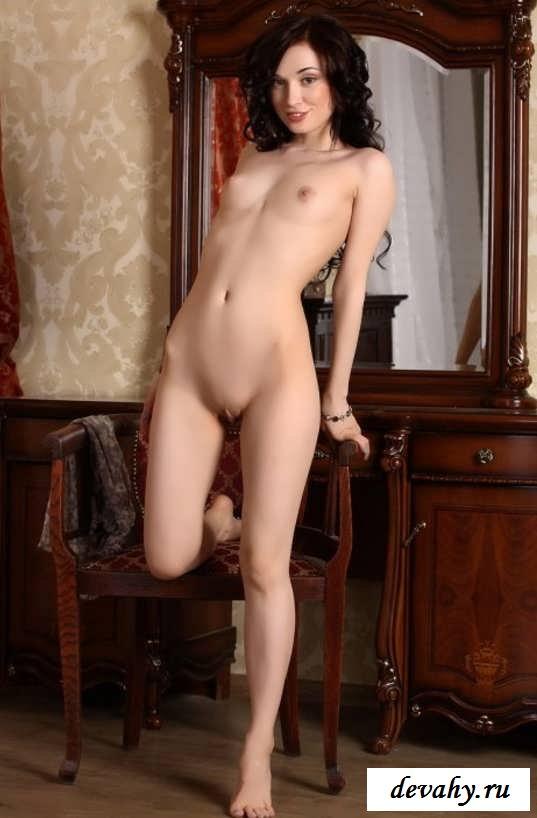 Маленькие буфера Молоденькой проститутки (15 фото эротики)
