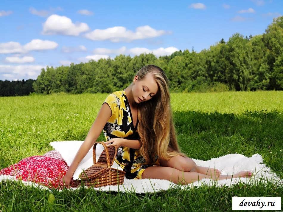 Ласковая пися восемнадцатилетней бляди  (15 эротических снимков)