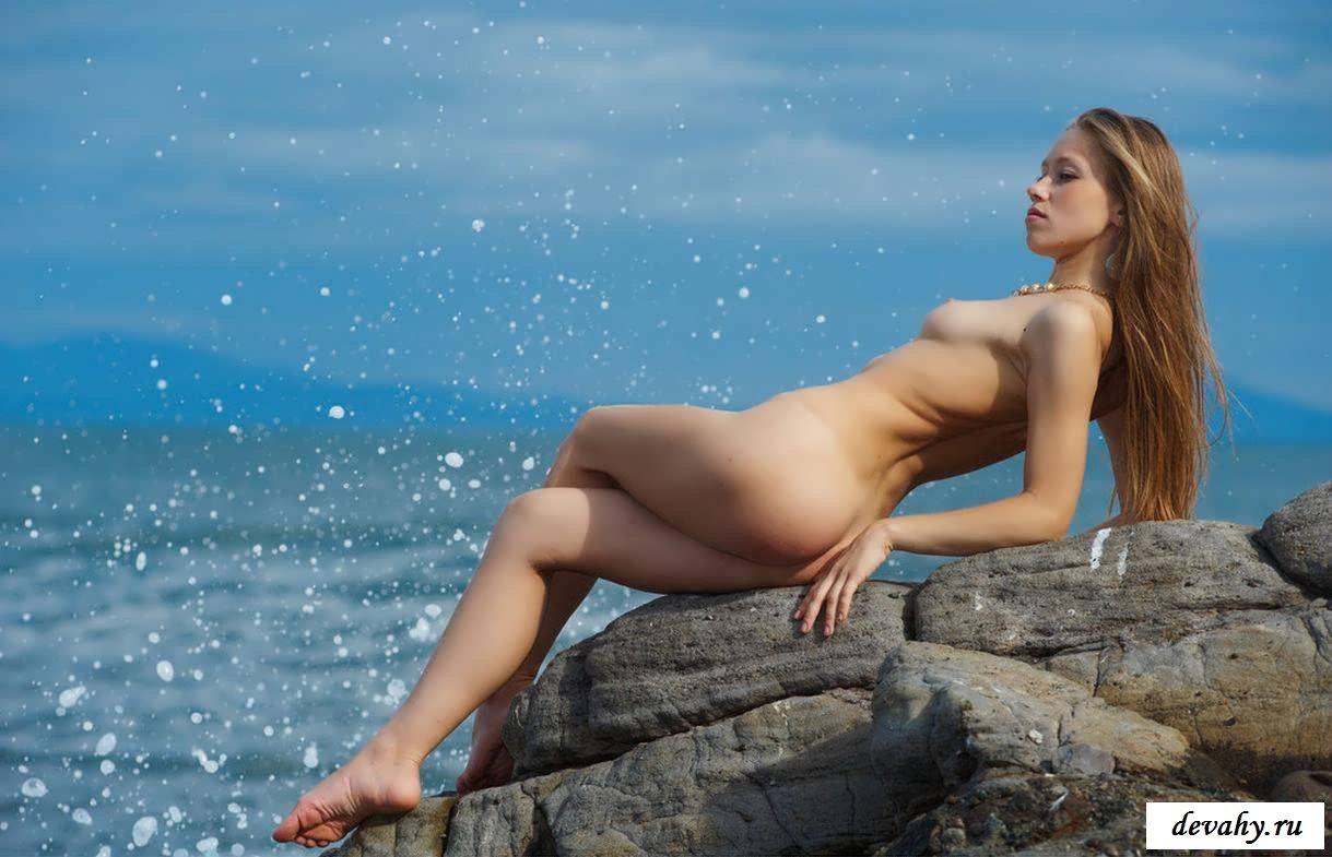Голые сиськи Украинки на побережье (18 фото эротики)