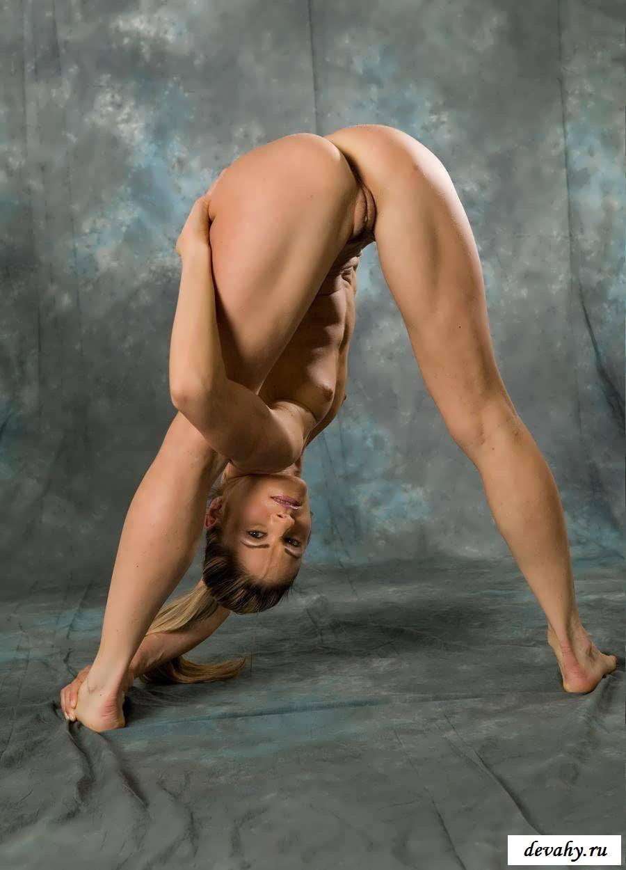 Эластичные акробатки покажут письки  (19 эротические фотографии)