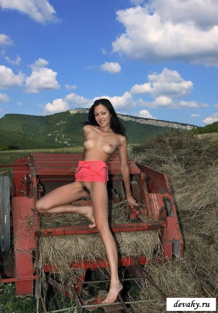 Русское туловище давалки на сеновале   (Пятнадцать эро фото)