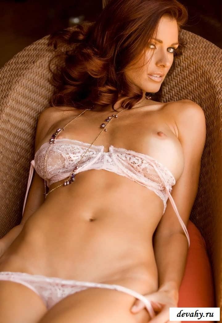 Ошеломляющие девушки крутят попой  в трусах   (19 фото эротики)