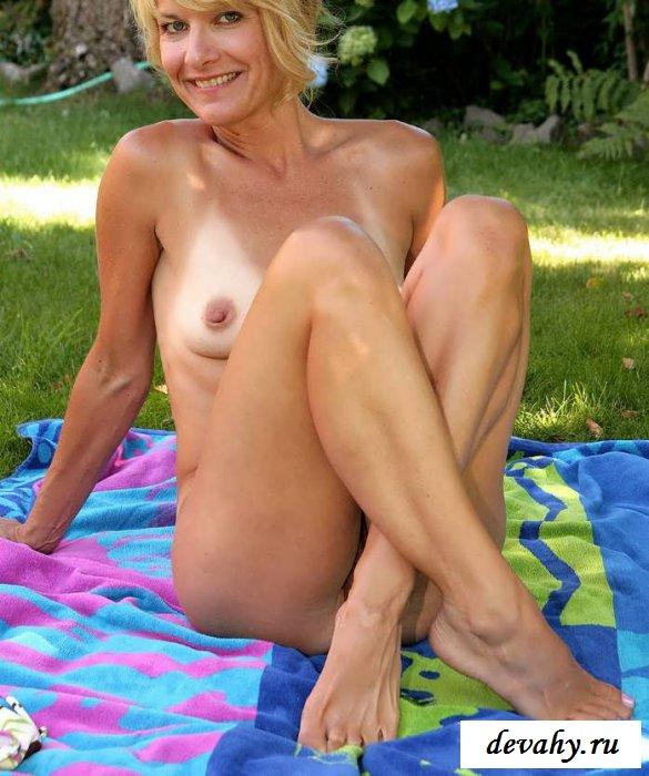 Chastity lynn teaches handjob