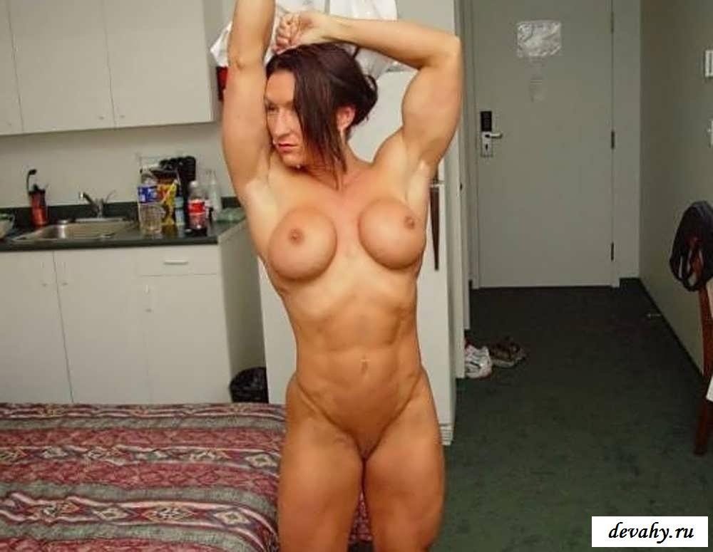домашние фото голых накаченных девушек значит, кровать